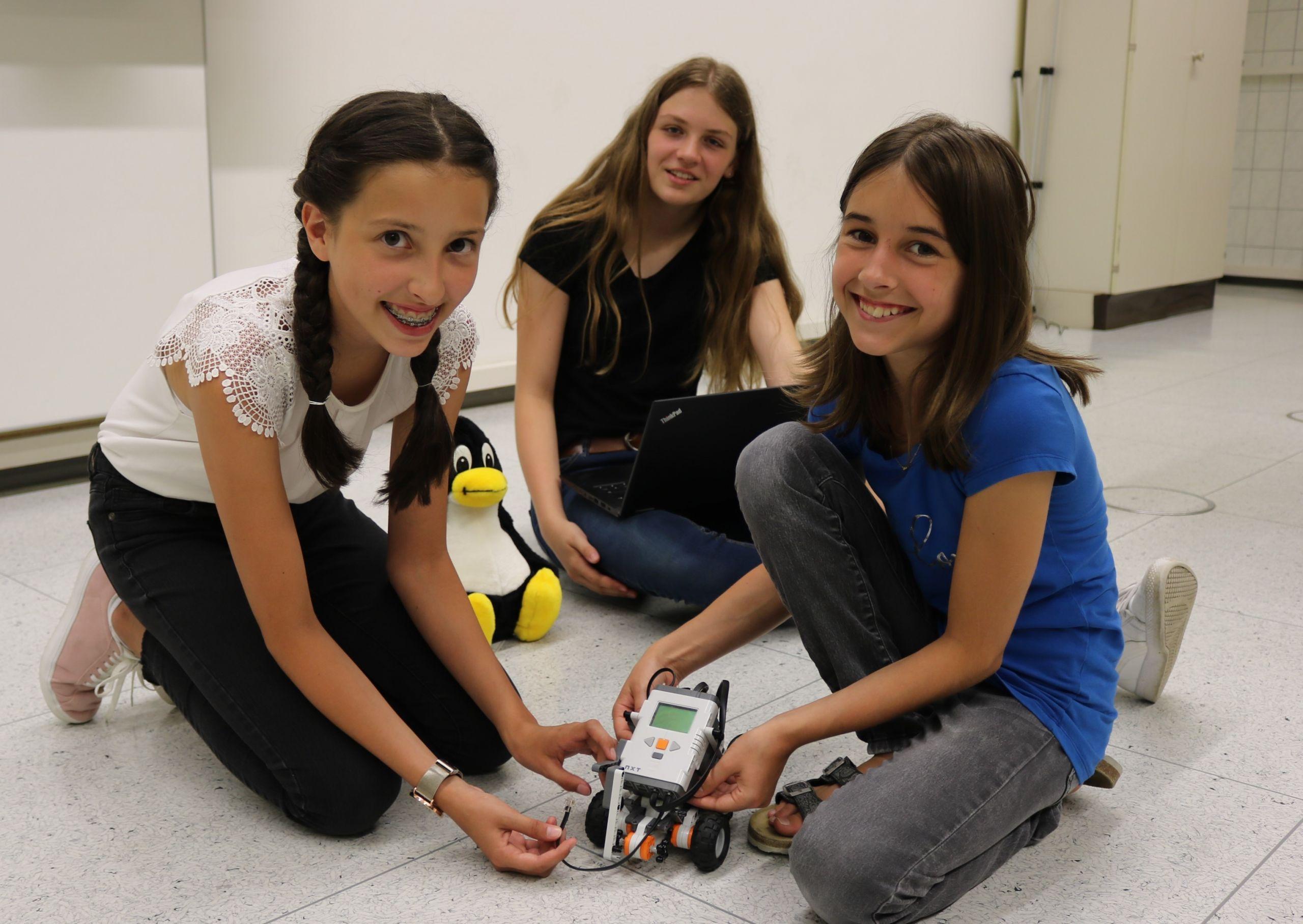 UnterstufenschülerInnen mit dem Lego Mindstorm