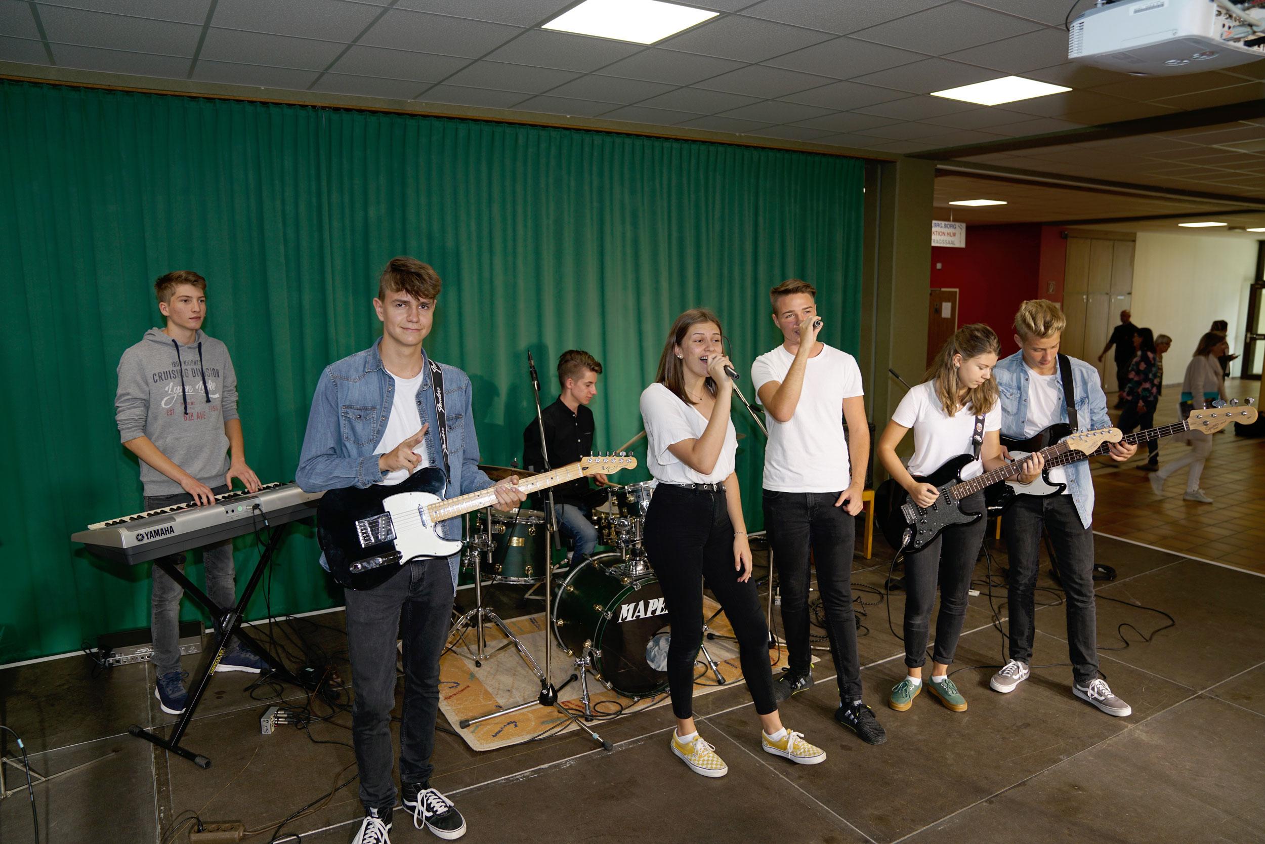 ORG mit Instrumentalunterricht und Gesang
